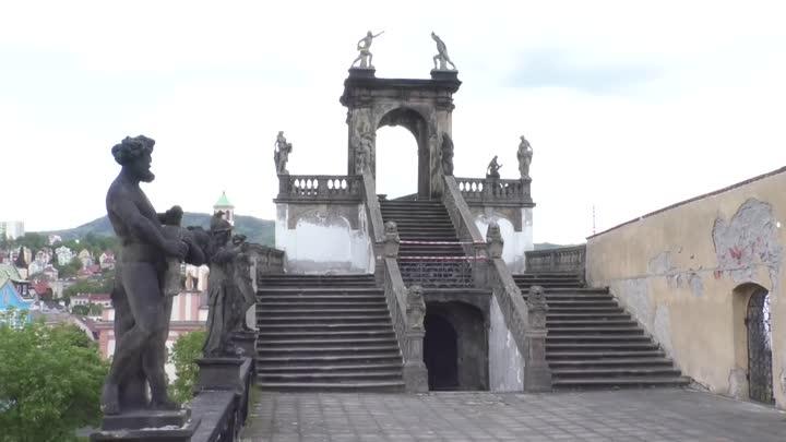 Děčín z bezpečnostních důvodů uzavřel Gloriet v Růžové zahradě