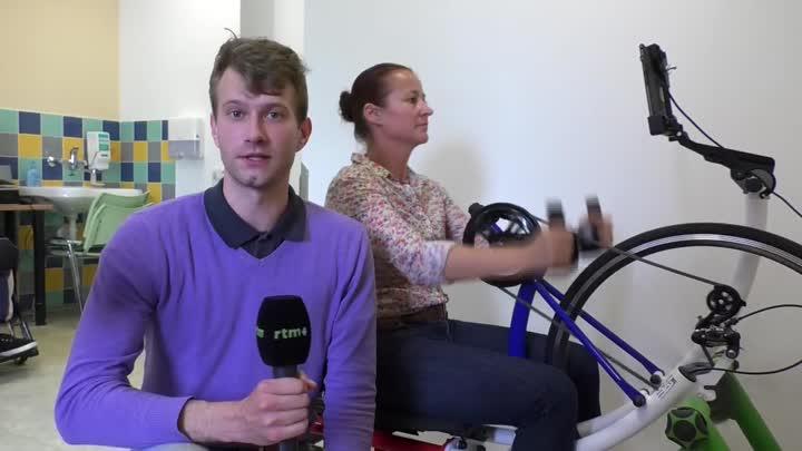 Na Spinální jednotce KNL se soutěží na trenažeru handbiku