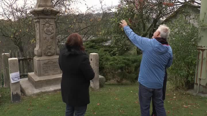 Sedlejovice u Sychrova obnovily pískovcový kříž