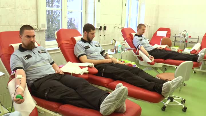 Krajští policisté darovali v rámci dobročinné akce krev