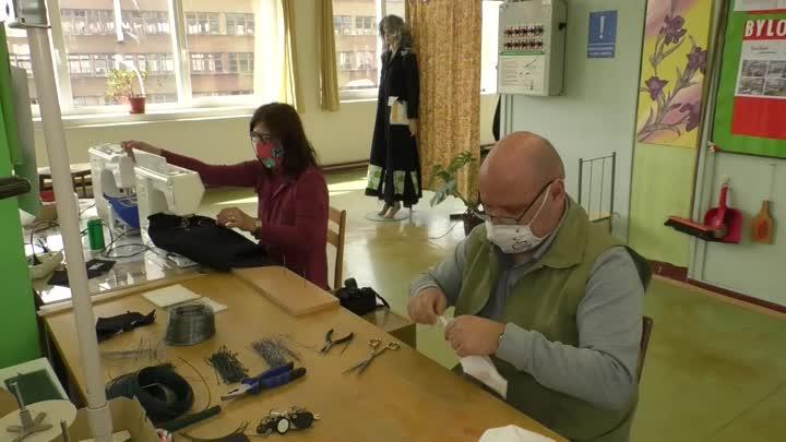 VOŠ, SPŠ a SOŠ ve Varnsdorfu šije roušky a vyrábí štíty