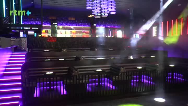 Pod rouškou - Jak se v nouzovém stavu žije provozovatelům zábavních klubů a taxislužeb?