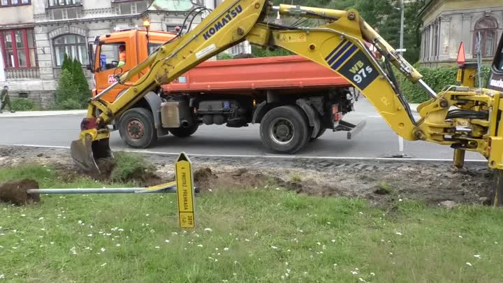 Desná rekonstruuje chodník na frekventované křižovatce